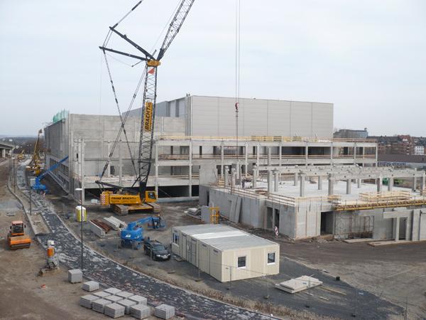 Neubau-Update vom 6.4. 2010: die Sonne kann kommen