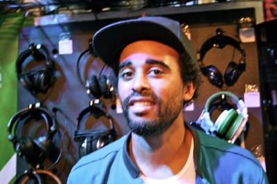 "Patrice im Music Store – ""Human Feel"" per DJ Controller"