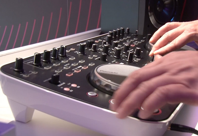 Demo des Pioneer DDJ-ERGO DJ-Controller