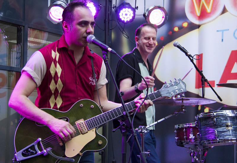 Live im MUSIC STORE: Adriano Batolba Trio