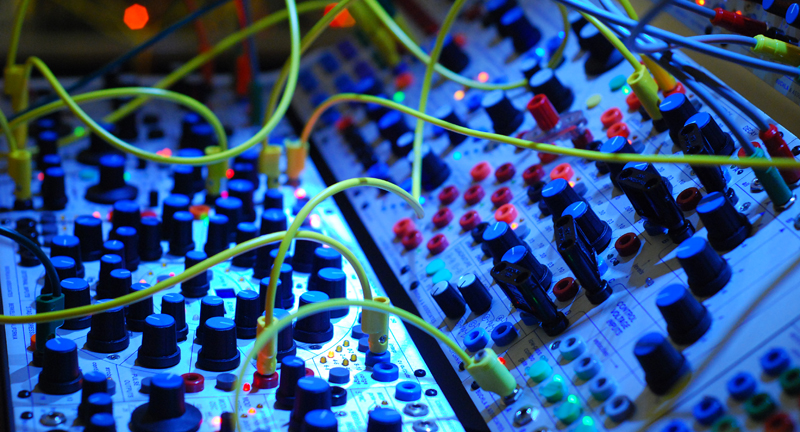 Music Store Synthesizer Abteilung fortan Buchla Stützpunkt