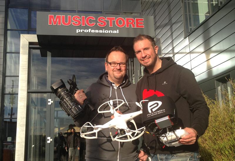 Dreharbeiten mit Kamera Drohne im Music Store