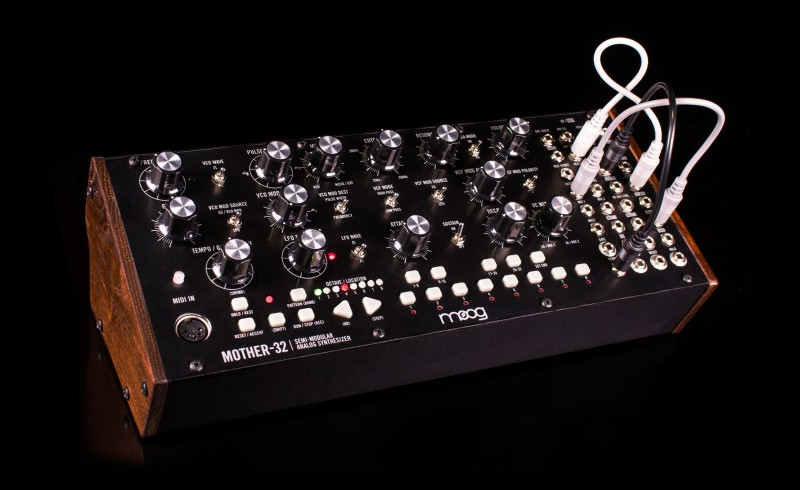 MOOG Mother-32 semi-modularer Synthesizer