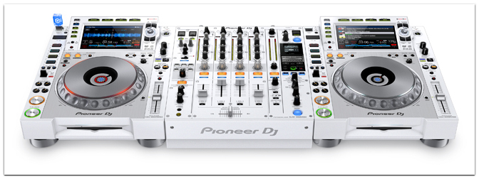 PIONEER DJ präsentiert den CDJ-2000NXS2-W und den DJM-900NXS2-W in einer limitierten White-Edition!