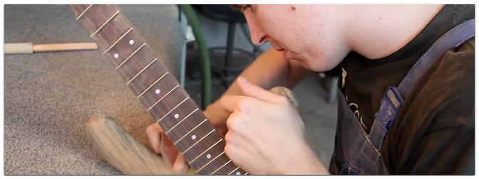 Feinste handgemachte Gitarren und Bässe